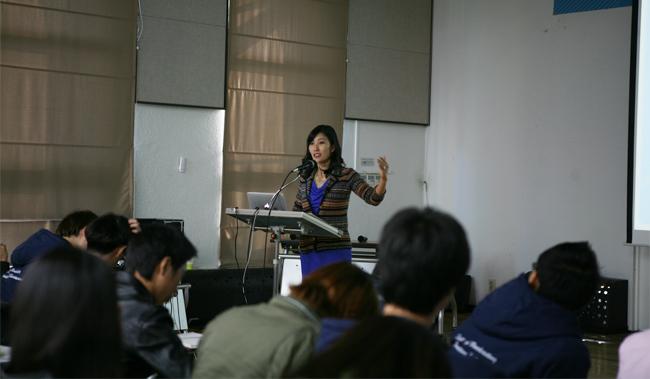 2012 아르코국제공연예술전문가시리즈 국제 연기 심포지엄 강연사진1