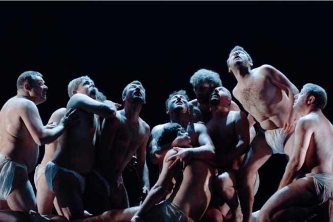 줄리어스 시저 – 셰익스피어의 정치극 현대를 비추다/거대한 사냥개 배우는 숨은 주인공'