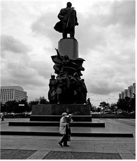 이상엽, 자본주의_모스크바, 종이에 잉크젯, 100x150cm, 2004,