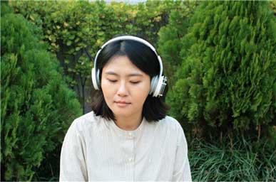 2) 권병준, 오묘한 진리의 숲Forest of Subtle Truth, 사운드 인스톨레이션 , 2017         실내위치인식 헤드폰(x15), 앵커(x7)