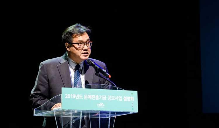 문학지원부장 정대훈