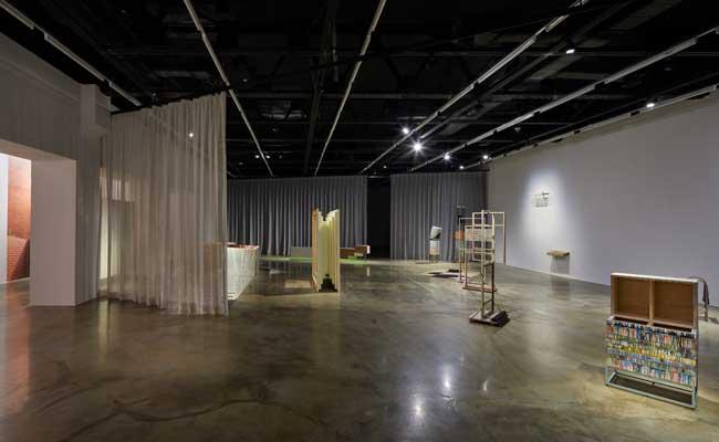 2018년 아르코미술관 주제기획전 Unclosed Bricks: 기억의 틈 전시 전경1